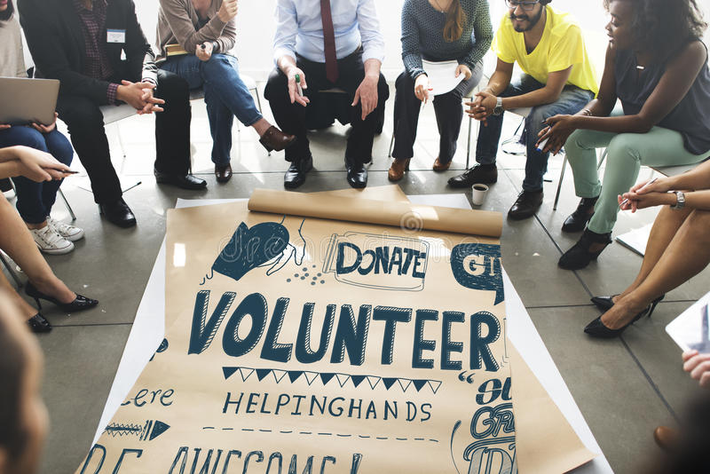 Les coups de main volontaires de charité donnent le concept photographie stock libre de droits