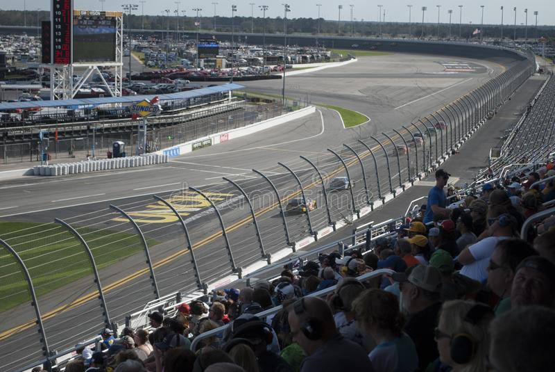 Les courses d'automobiles et les fans se ferment  photos libres de droits