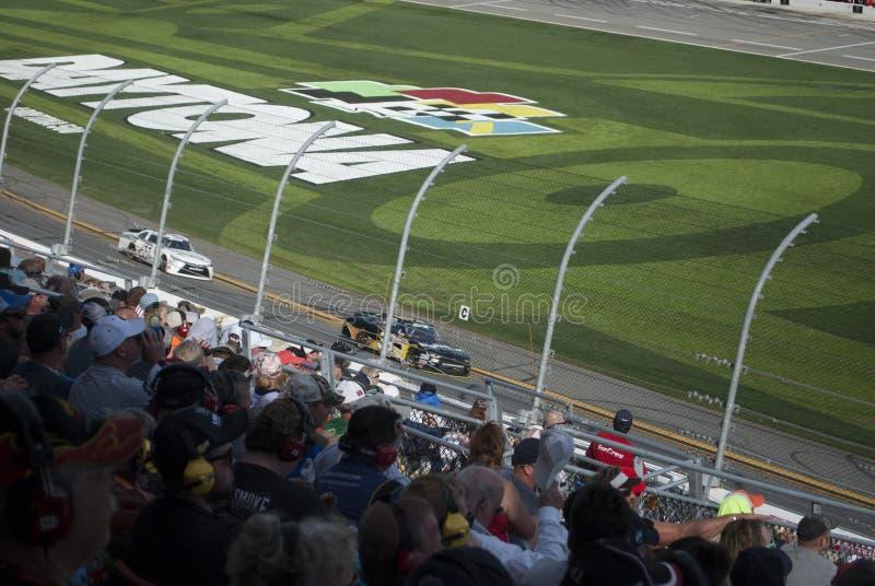 Les courses d'automobiles et les fans se ferment  photo stock