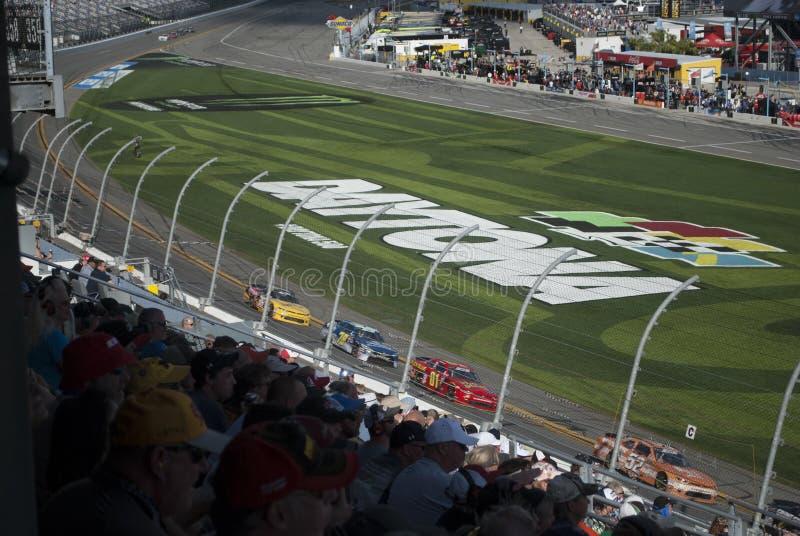 Les courses d'automobiles et les fans se ferment  NASCAR, speed-way de Daytona photo stock