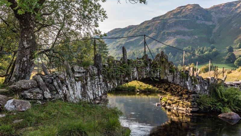Les couvreurs jettent un pont sur dans peu de Langdale image libre de droits