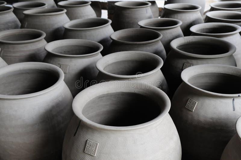Les cruches de poterie photo stock