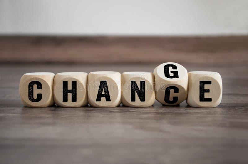 Les cubes découpent avec les changements 2019 de changement photographie stock libre de droits
