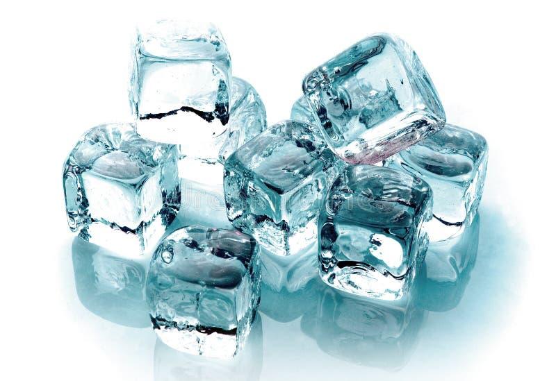 les cubes glacent la fonte photo stock