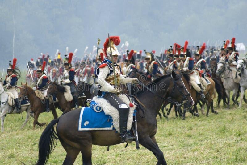 Les Cuirassiers chez Borodino luttent la reconstitution historique en Russie photo stock