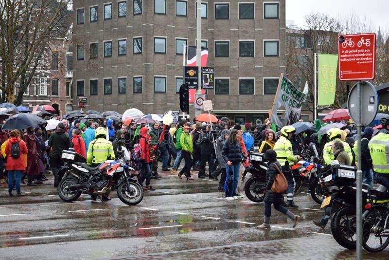 Les démonstrations marchent pour des politiques plus fortes de changement climatique aux Pays-Bas image stock