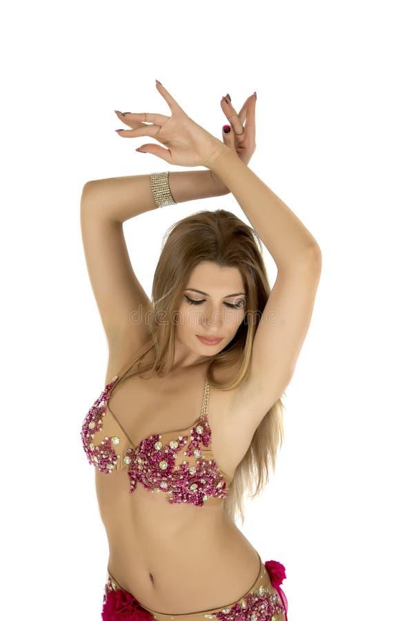 les danses attrayantes de danseur de danse de ventre préparent l'orange est de fille photos stock