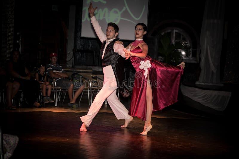 Les danseurs cubains exécutent leur art photographie stock libre de droits