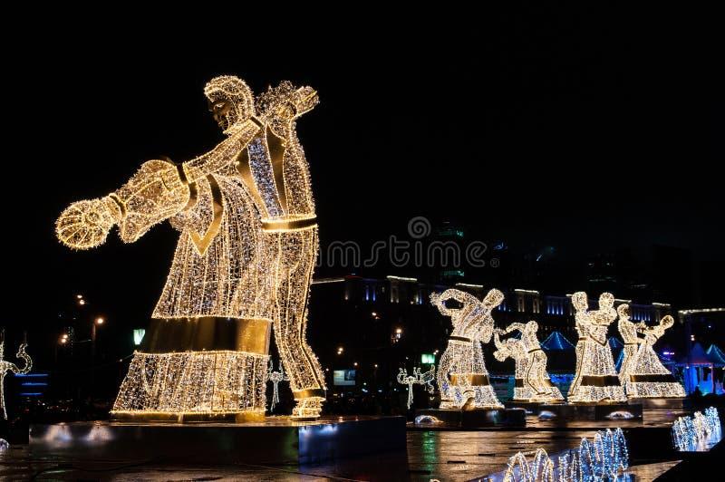 Les danseurs de nuit sur le festival se déclenchent à Noël photos libres de droits