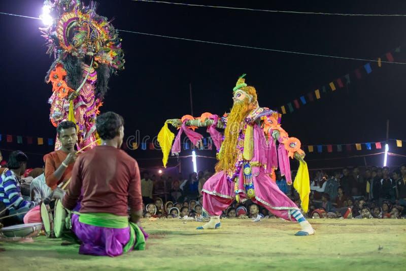 Les danseurs exécutant chez Chhau dansent le festival, le Bengale-Occidental, Inde photographie stock libre de droits