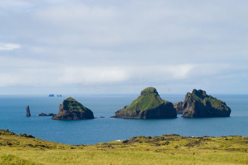 Les ?les de Westman ?chouent la vue de jour, paysage de l'Islande ?les de Smaeyjar images stock