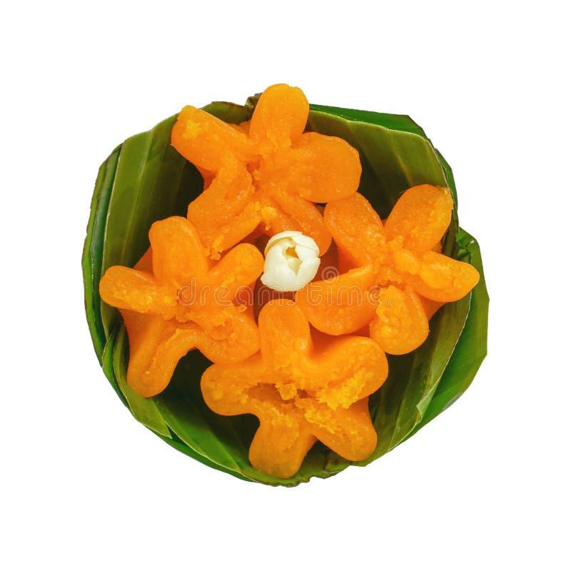 Les desserts thaïlandais délicieux fleurissent la tarte de jaune d'oeuf, lanière yip dans le panier de feuille de banane d'isolem image stock