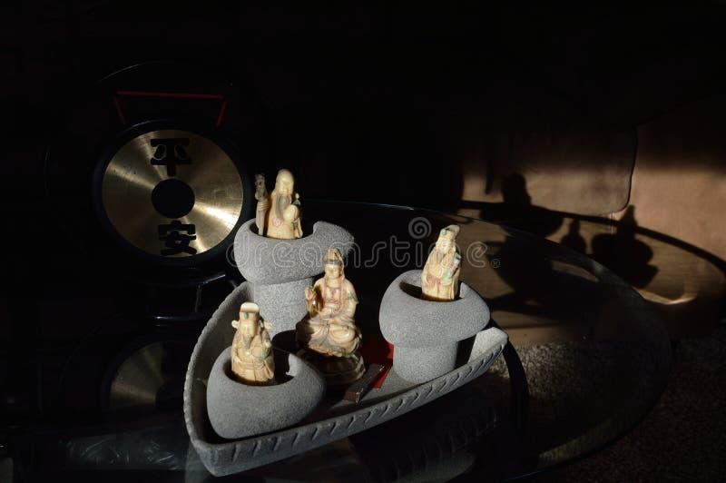 Les dieux chinois des trois étoiles avec Kuan Shi Yin Sound Gong photographie stock