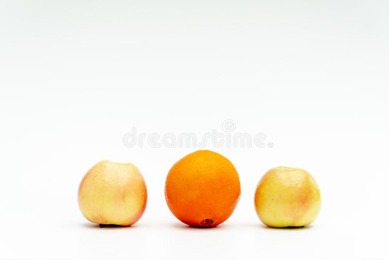 Les différents types de fruit symbolisent la diversité photos stock