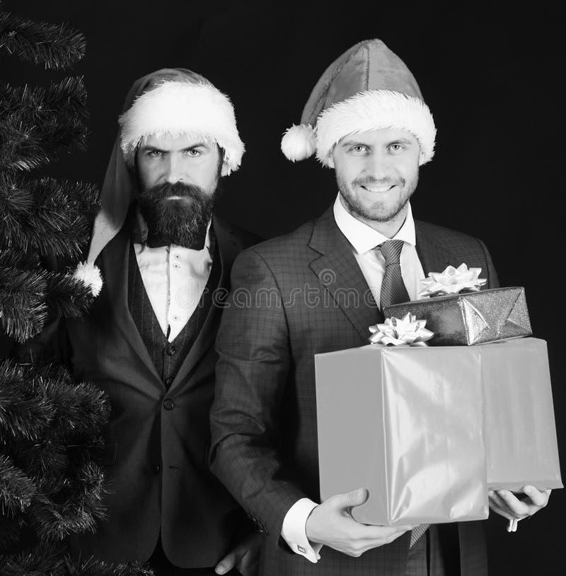Les directeurs avec des barbes sont prêts pour Noël images stock