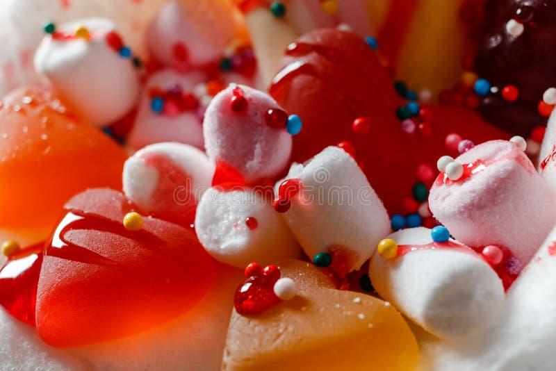Les dragées à la gelée de sucre et les guimauves de fête se ferment  photographie stock