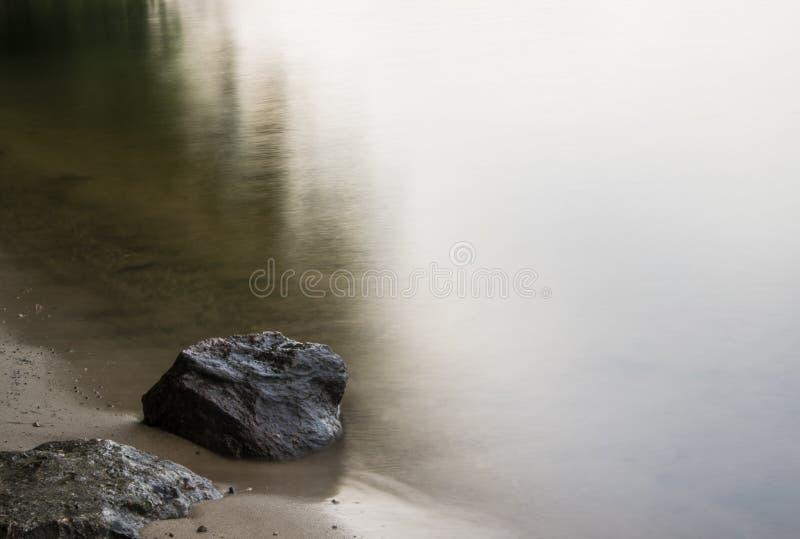 Les eaux calmes images libres de droits