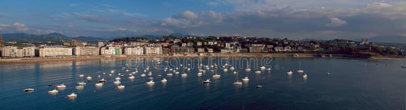 Les eaux de la mer cantabre dans la ville de Donostia photographie stock libre de droits