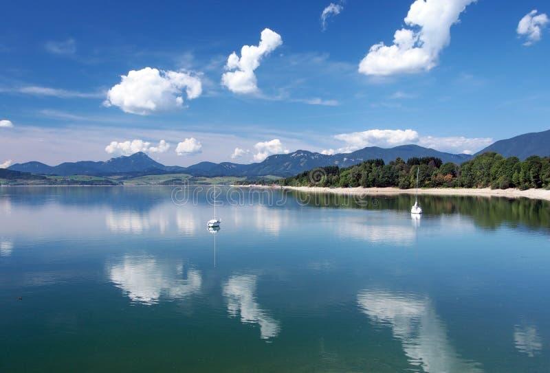 Les eaux de Liptovska Mara en été photos stock
