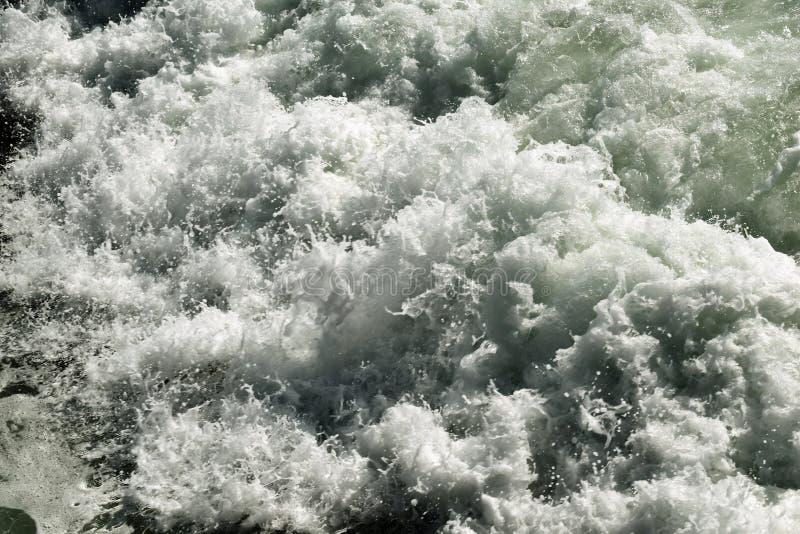 Les eaux faisantes rage photos stock