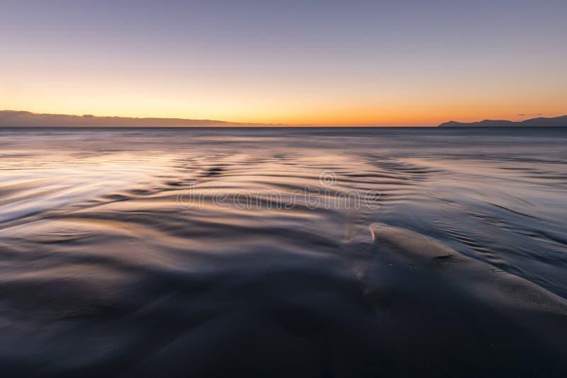 Les eaux lisses photo stock