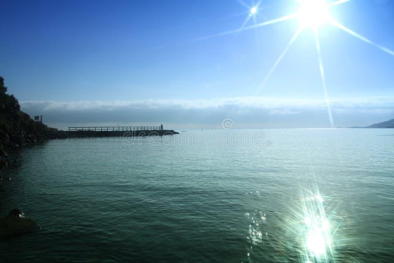 Les eaux paisibles de matin images libres de droits