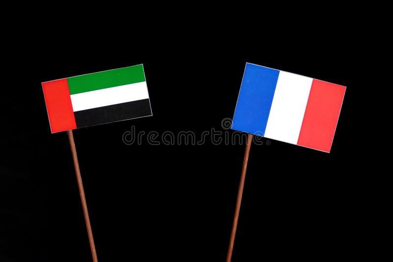 Les Emirats Arabes Unis diminuent avec le drapeau français sur le noir photos libres de droits