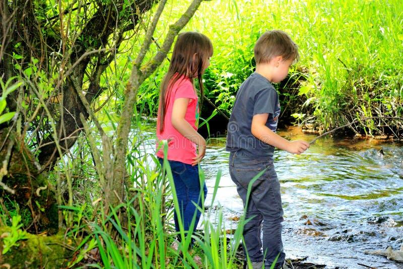 Les enfants aiment un courant photographie stock libre de droits
