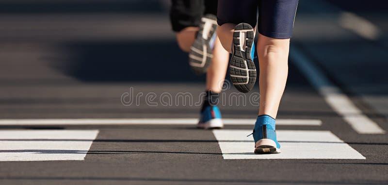 Les enfants courants, jeune course d'athlètes dans des enfants courent la course photographie stock libre de droits