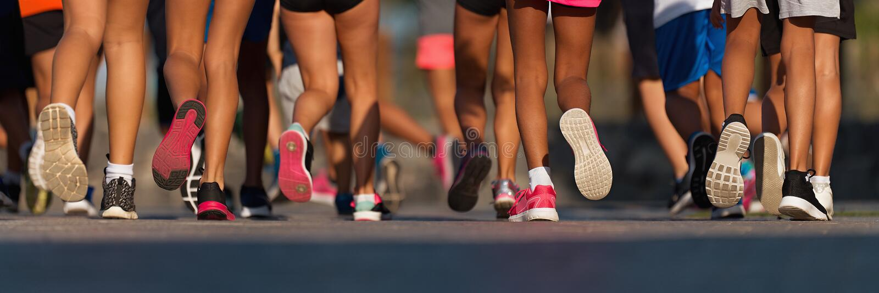 Les enfants courants, jeune course d'athl?tes dans des enfants courent la course photographie stock