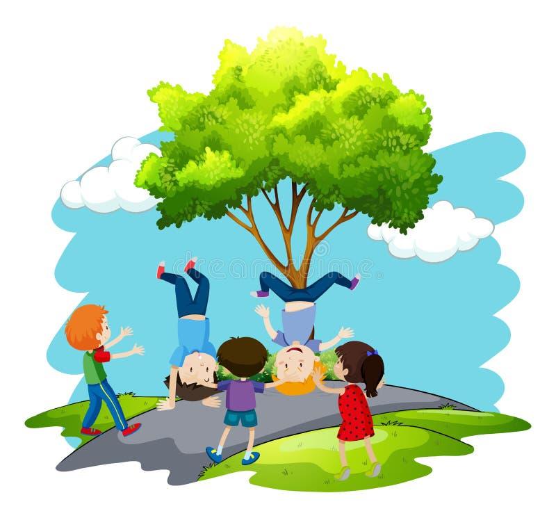 Les enfants jouent en nature illustration libre de droits
