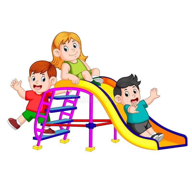 Les enfants ont la glissière de jeu d'amusement illustration libre de droits