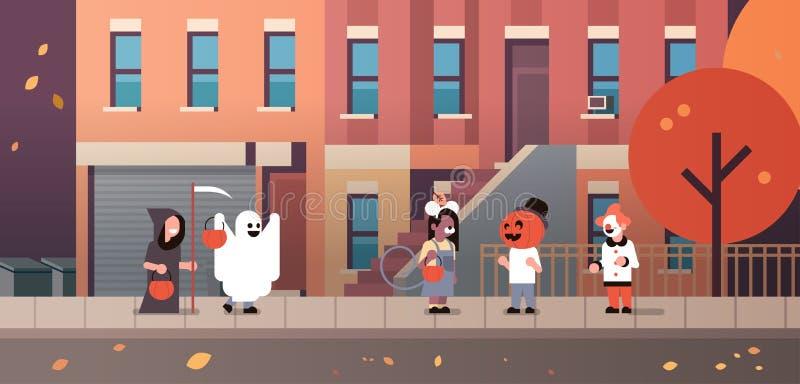 Les enfants portant le clown de magicien de potiron de fantôme de monstres costume des des bonbons ou un sort de marche Halloween illustration de vecteur