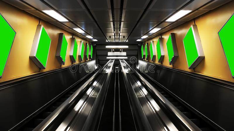 Les escalators symétriques avec des panneaux d'affichage image stock