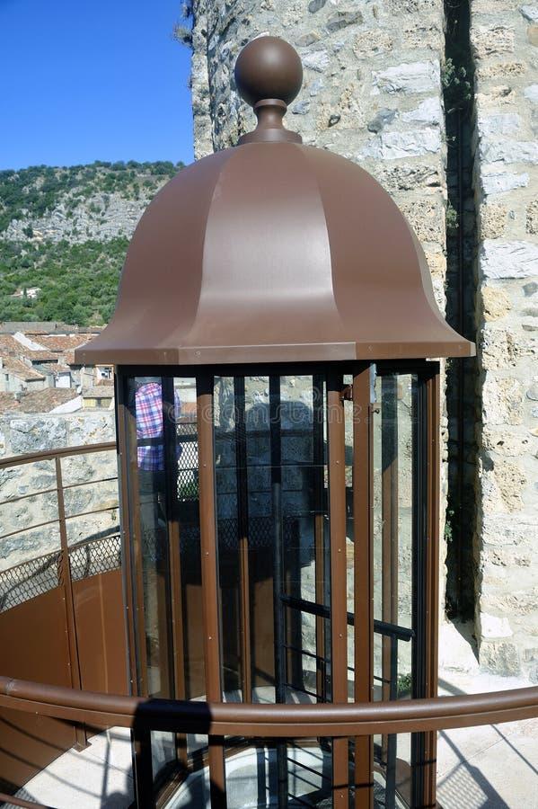 Les escaliers en spirale dans la tour d'horloge d'Anduze image libre de droits