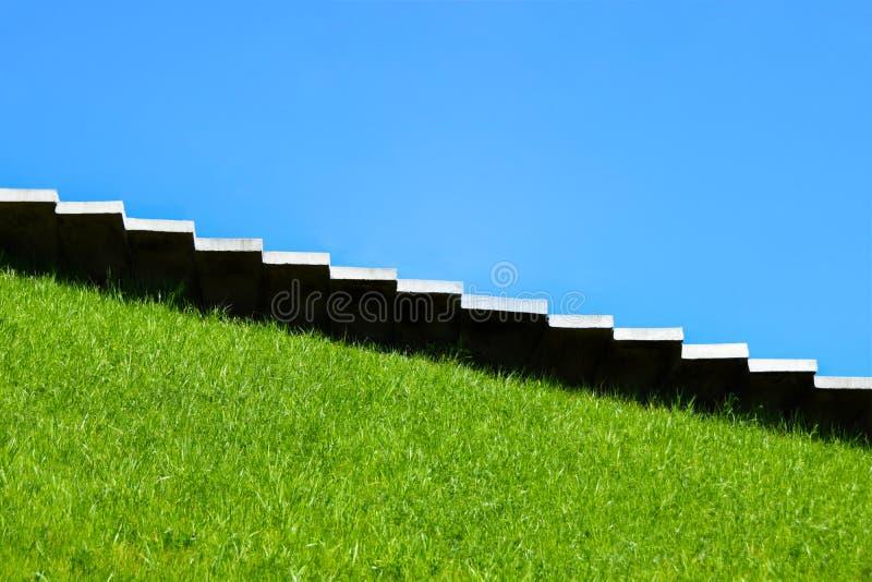 Les escaliers, intensifie, ramène, croissance, chute, montée vers le haut, accomplissement, nature, carrière, monticule, monument photographie stock libre de droits