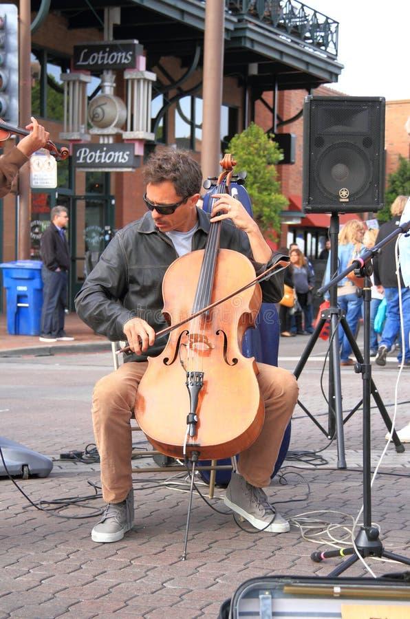 Les Etats-Unis, Arizona : Violoncelliste Brian Hullfish photos libres de droits