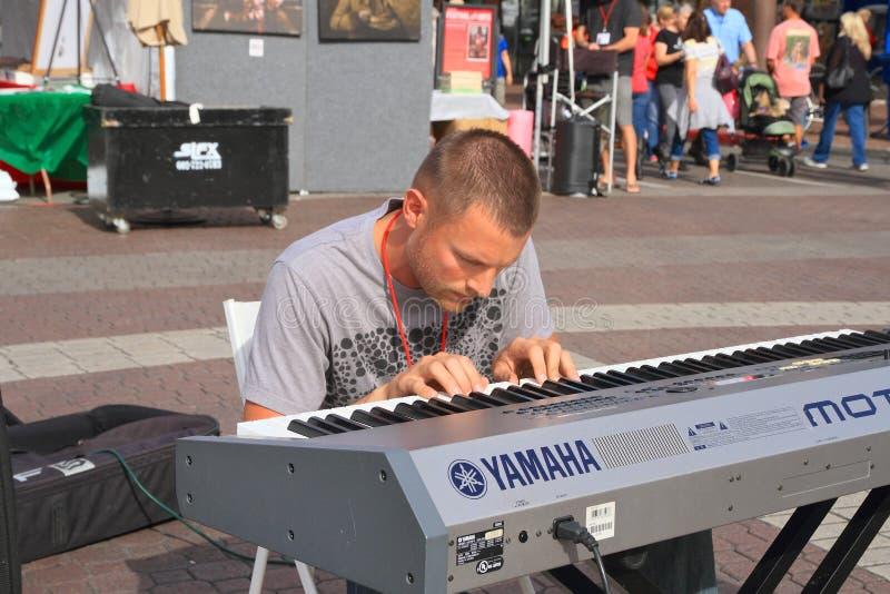 Les Etats-Unis, AZ/Tempe : Pianiste classique Eliah Bossenbroek photos stock