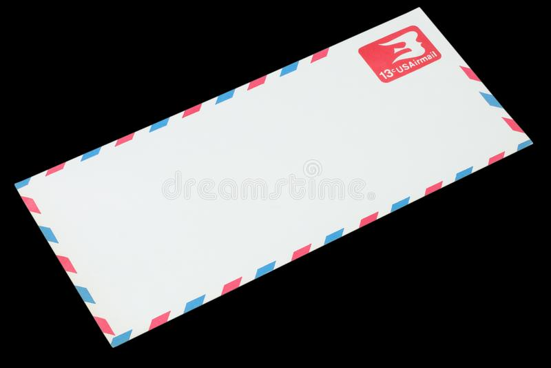LES ETATS-UNIS D'AMÉRIQUE - VERS 1968 : Une vieille enveloppe pour la poste aérienne photographie stock
