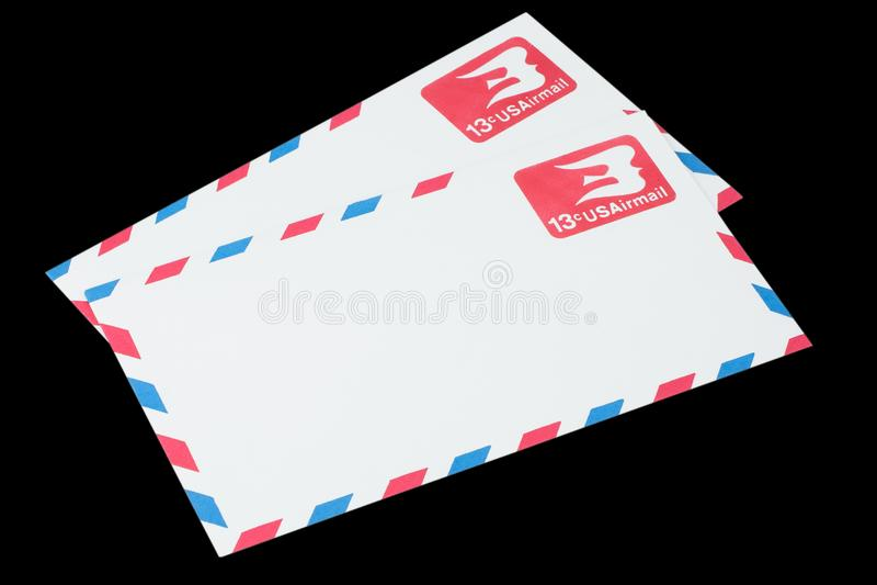 LES ETATS-UNIS D'AMÉRIQUE - VERS 1968 : Une vieille enveloppe pour la poste aérienne photo libre de droits