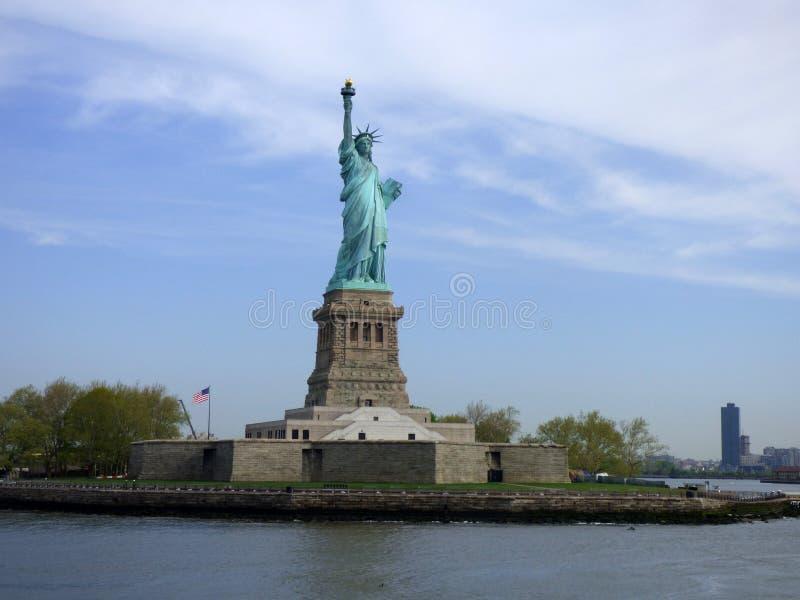 LES Etats-Unis New York Statue de la liberté et du coucher du soleil de New York City images libres de droits