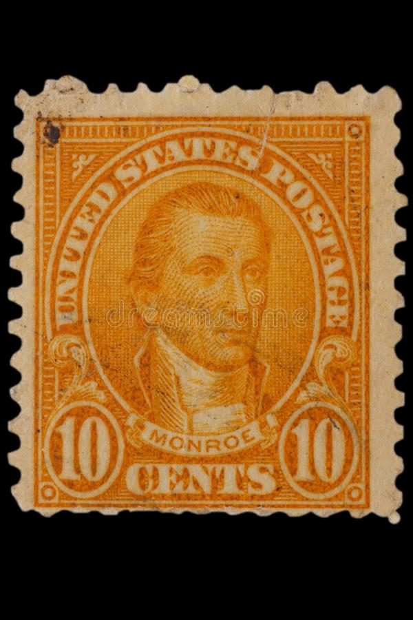 Les ETATS-UNIS - VERS les années 1920 : Cru USA timbre-poste de 10 cents avec le portrait James Monroe - homme d'état et père fon photo stock