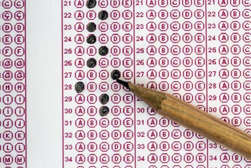 Les examens questionnent le papier réactif avec le choix choisi de dessin au crayon sur l'american national standard images libres de droits