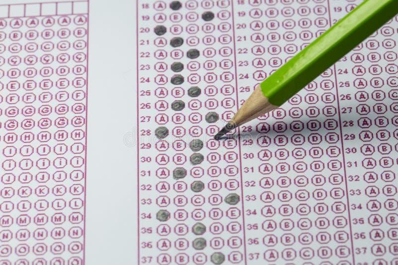 Les examens questionnent le papier réactif avec le choix choisi de dessin au crayon sur l'american national standard photo stock