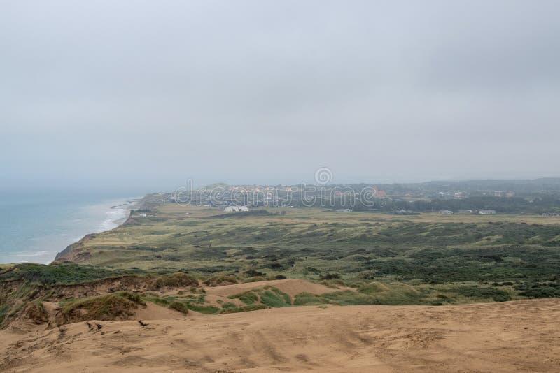 Les falaises de sable le long de la côte images stock