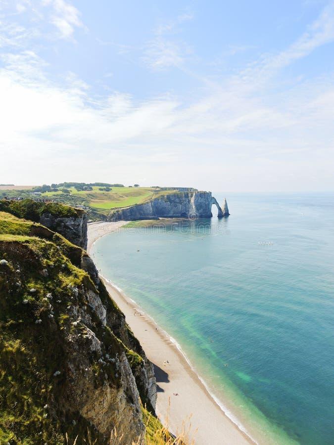 Les falaises sur le d'albatre de petite ferme de la Manche marchent images stock