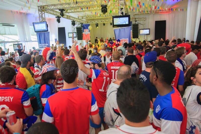 Les fans américaines de coupe du monde recueillent avant un match photographie stock libre de droits