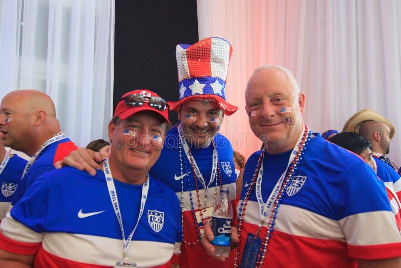 Les fans américaines de coupe du monde recueillent avant un match photos libres de droits