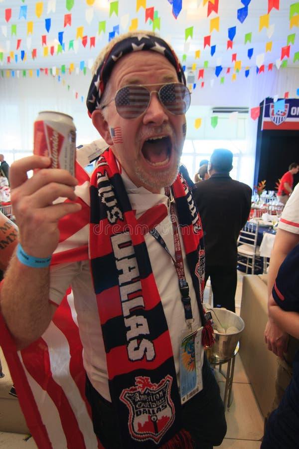 Les fans américaines de coupe du monde recueillent avant un match images libres de droits