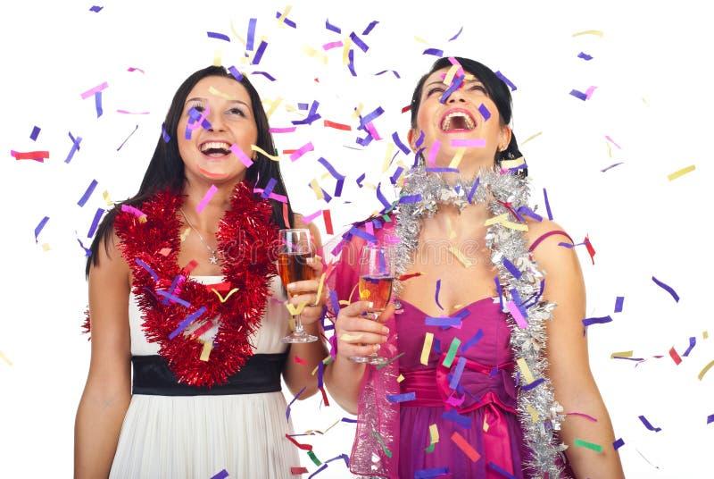 Les femmes célèbrent la réception d'an neuf photographie stock libre de droits